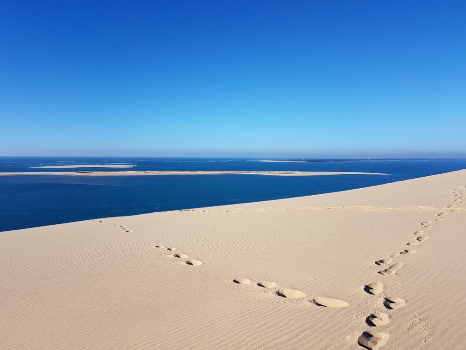 Marcher sur la dune du Pilat et voir Arguin et les passes