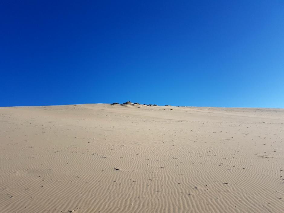 Dune sur ciel bleu