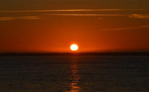 Coucher de soleil sur l'océan Atlantique du haut de la dune
