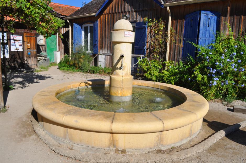 Fontaine célèbre du Bassin d' Arcachon