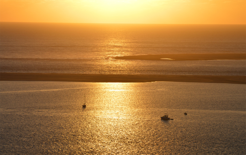 Coucher de soleil doré depuis la dune du Pilat