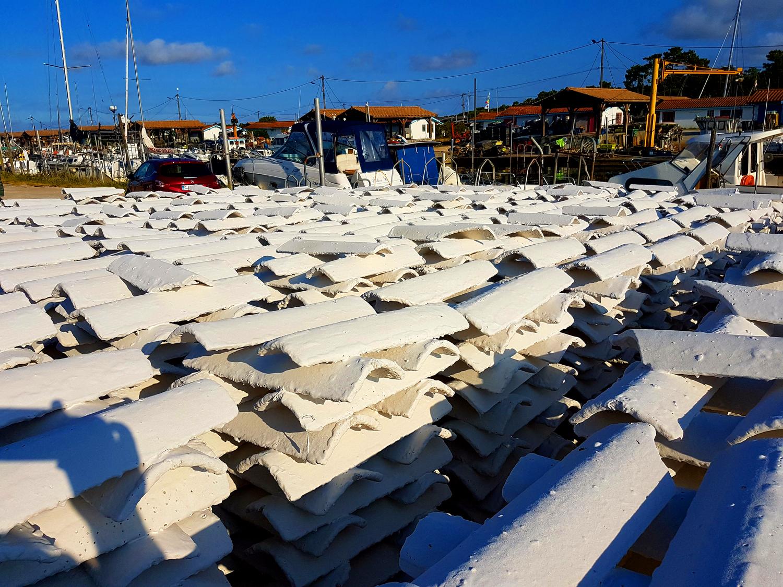 A quoi servent ses tuiles blanches sur le Bassin d' Arcachon ? Pour des toits ?