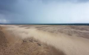 Mouvement de sable sur la plage d' Arcachon
