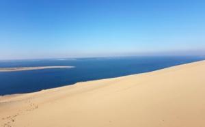 Dune du pilat en bleu et sable