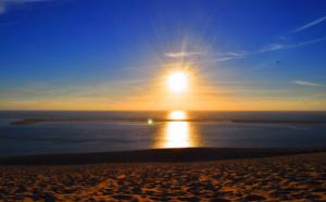 Coucher de soleil lumineux depuis le bassin d' Arcachon